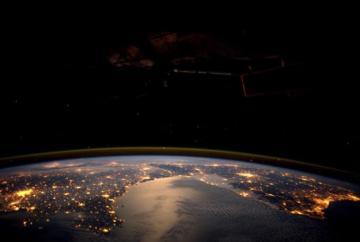 europa-noche-espacio.jpg